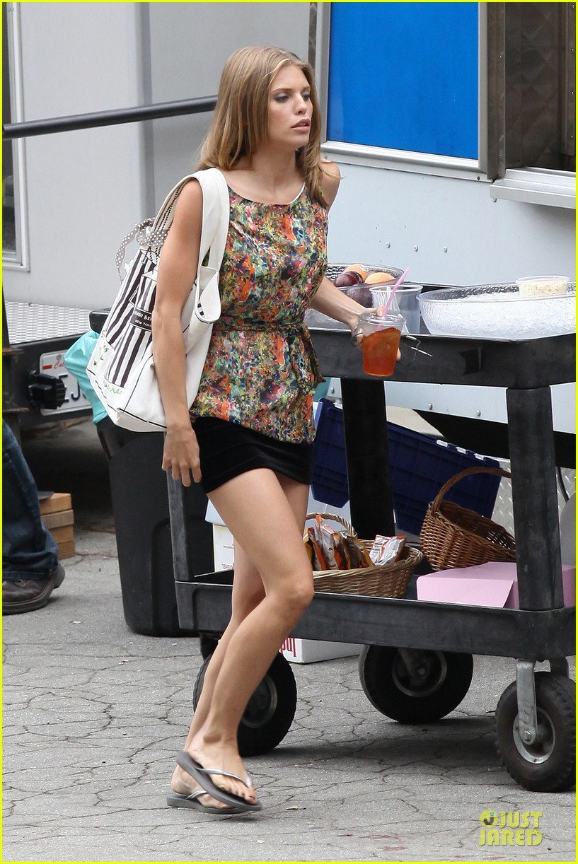 annalynne mccord camera phone fun on 90210 set 102737813