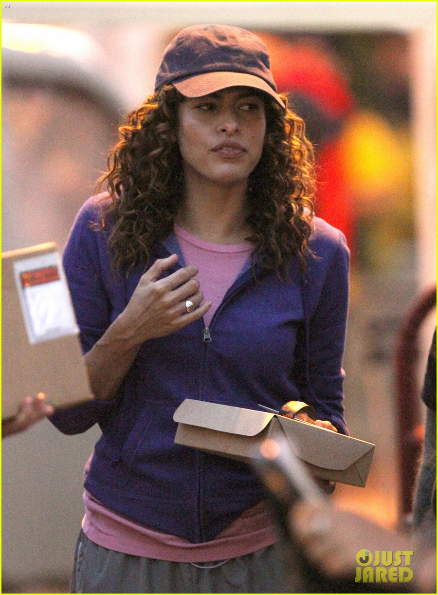 Full Sized Photo Of Eva Mendes Curly Hair For Clear
