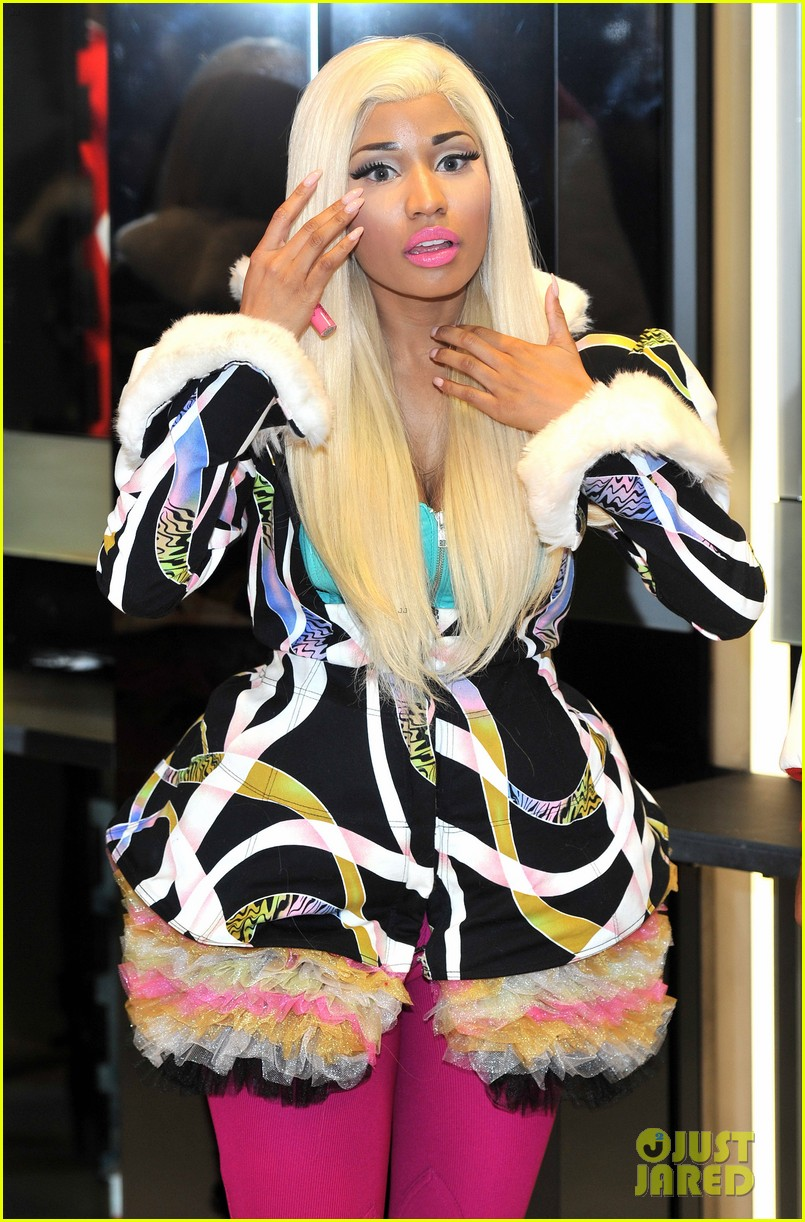nicki minaj viva mac in store 07
