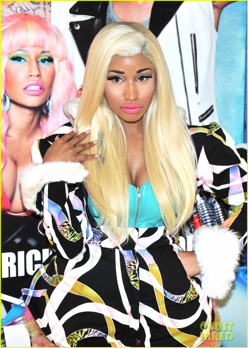 nicki minaj viva mac in store 10