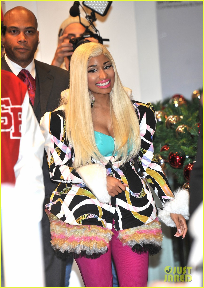 nicki minaj viva mac in store 19