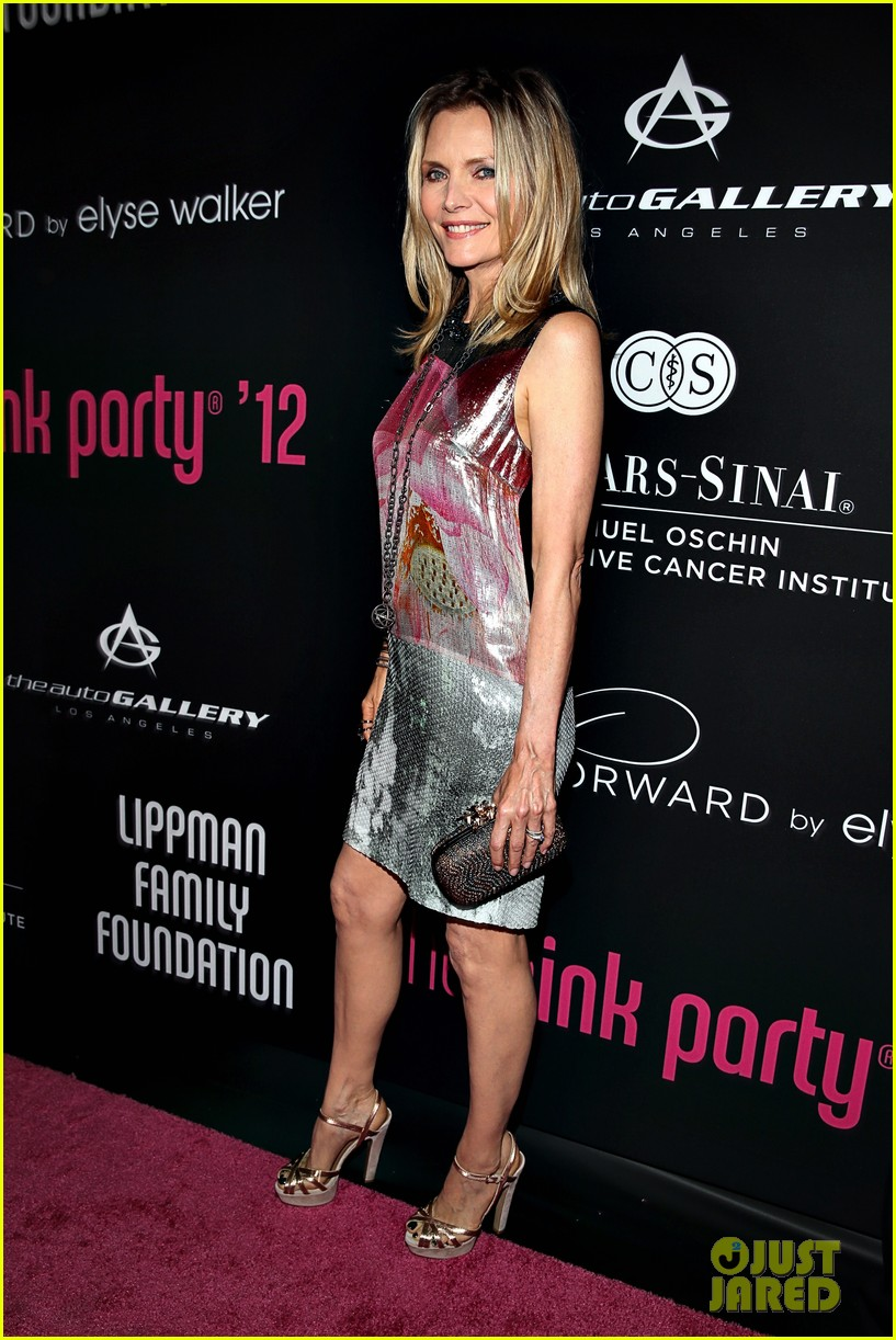 olivia munn michelle pfeiffer pink party benefit 05