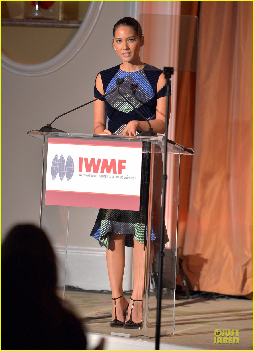 olivia munn aisha tyler courage in journalism awards 01