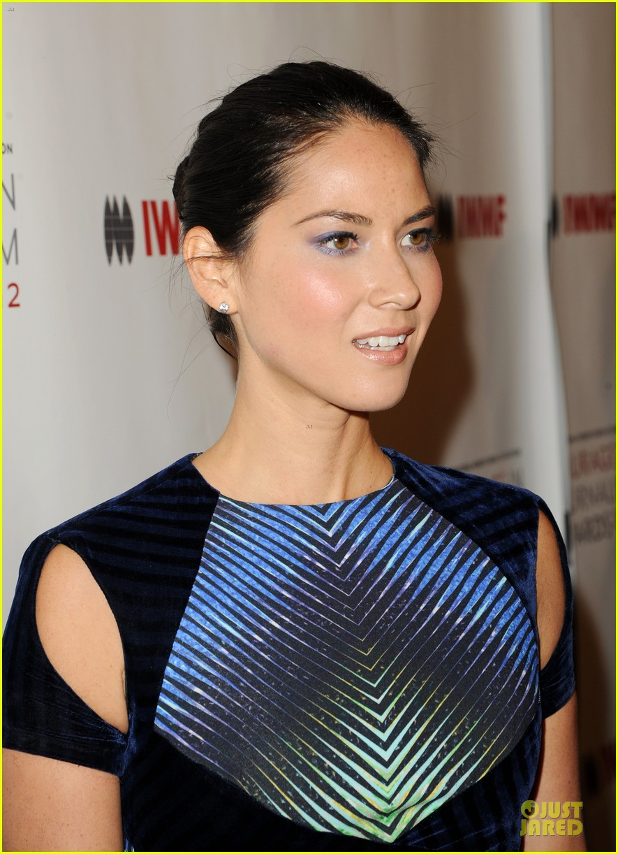 olivia munn aisha tyler courage in journalism awards 15
