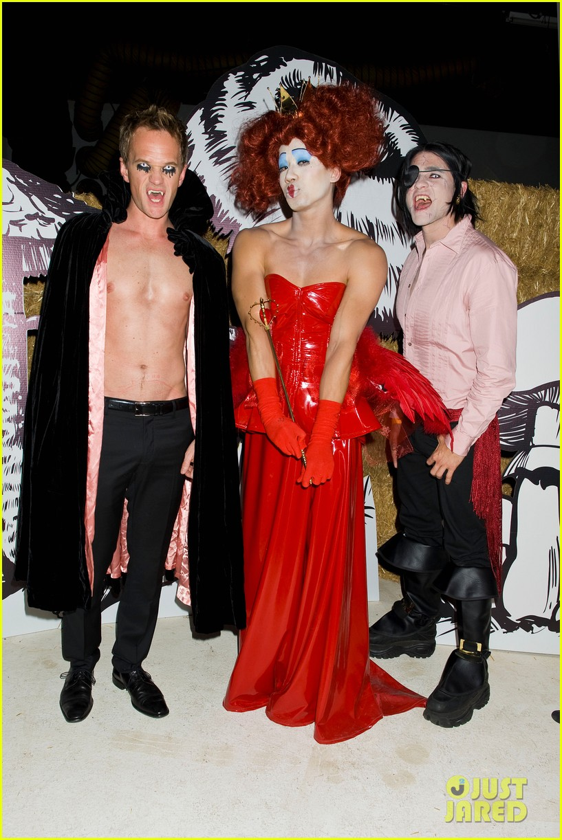 neil patrick harris shirtless just jared halloween party 01