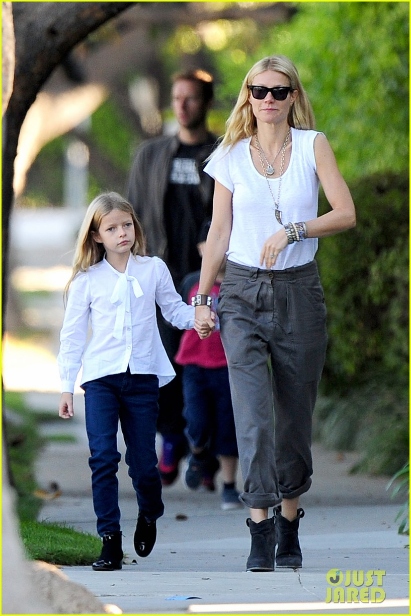 gwyneth paltrow chris martin family walk to school 05