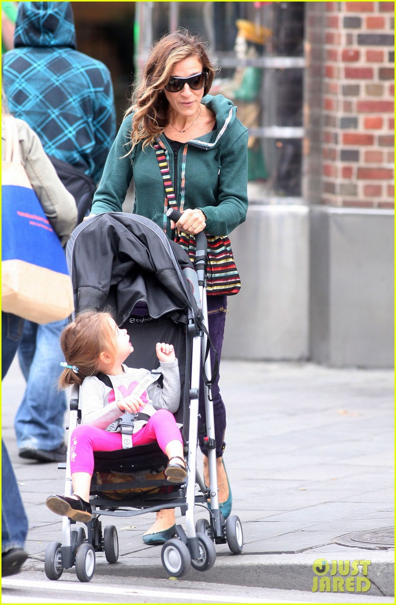 sarah jessica parker school stroll with the twins 01