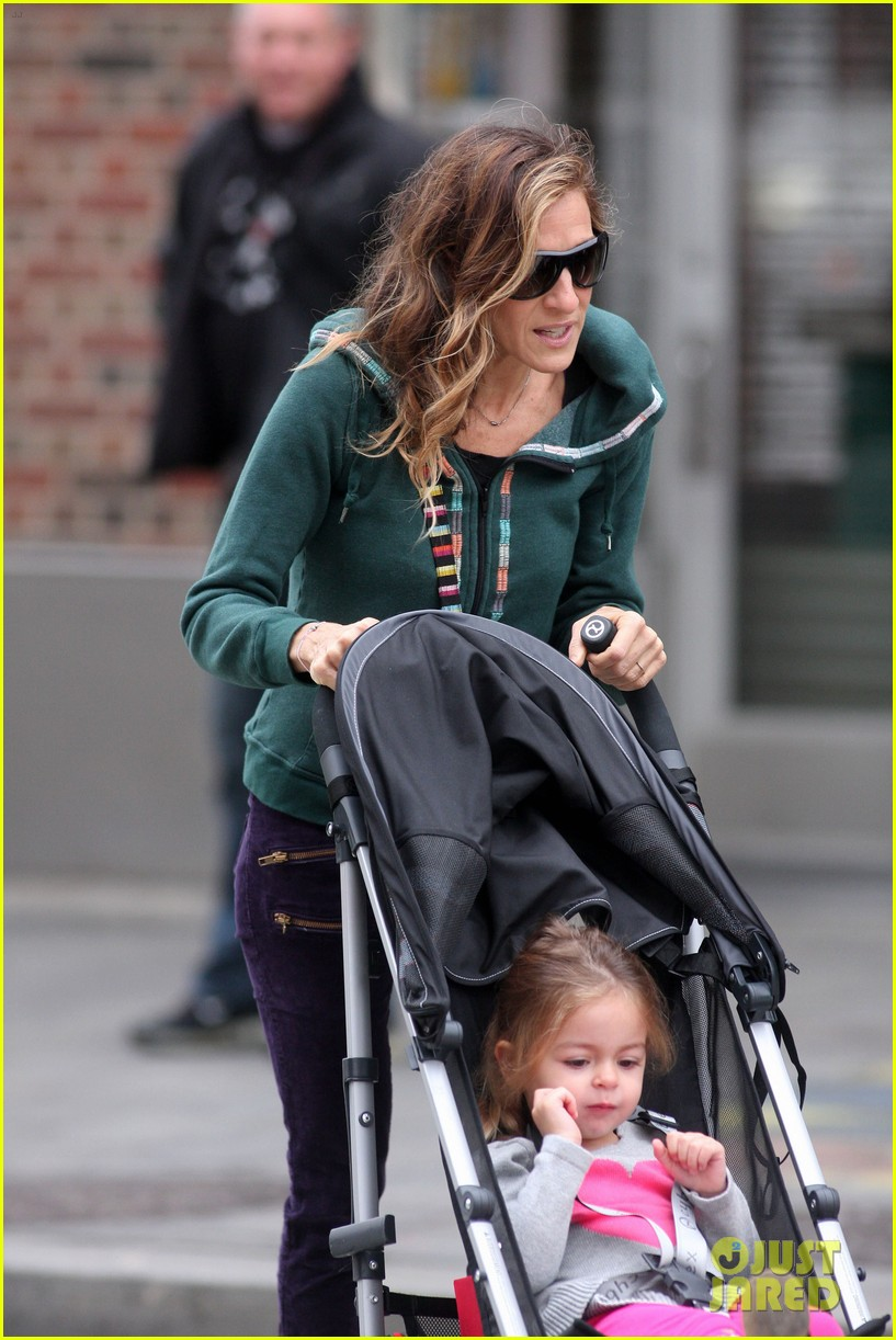 sarah jessica parker school stroll with the twins 05