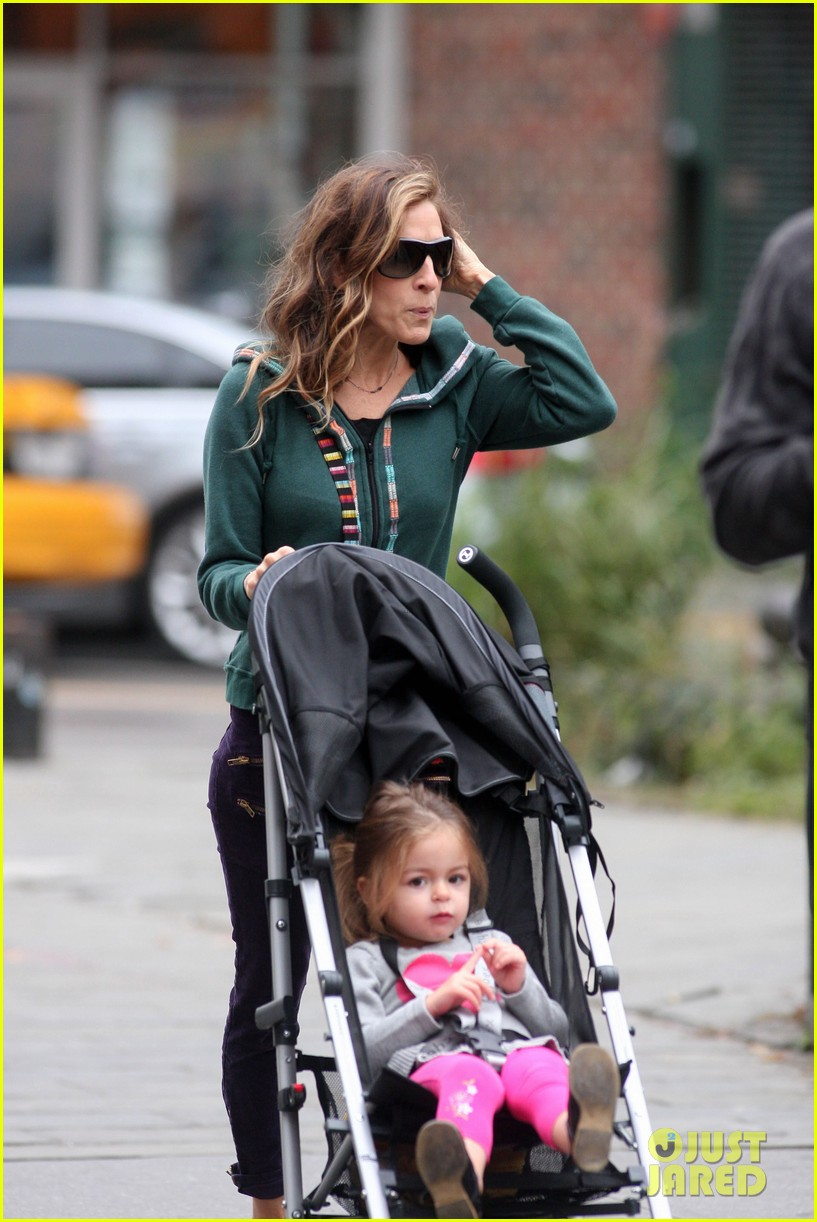 sarah jessica parker school stroll with the twins 06