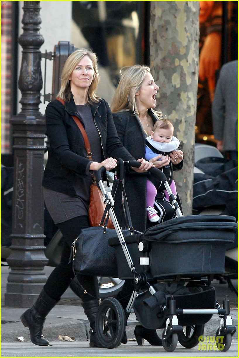 elsa pataky paris stroll with india 14