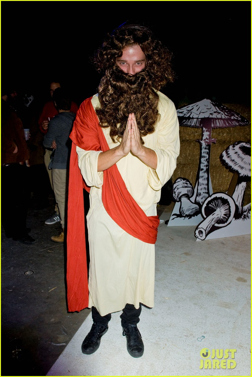 patrick schwarzenegger just jared halloween party 2012 05
