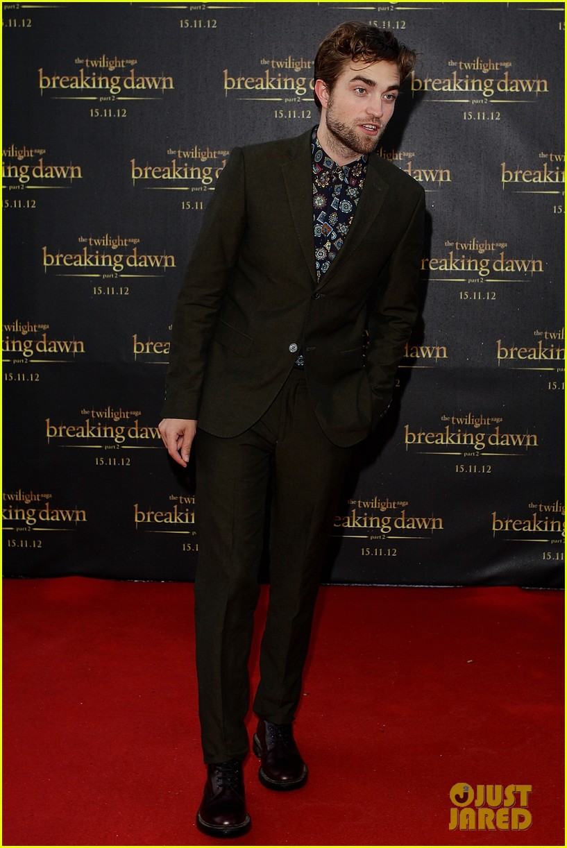 robert pattinson twilight saga breaking dawn part 2 fan event in sydney 05