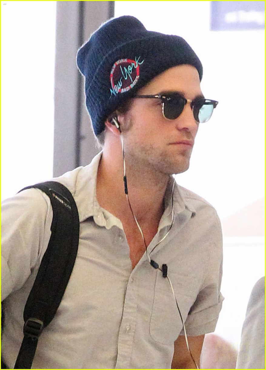 robert pattinson sydney departure 022744419