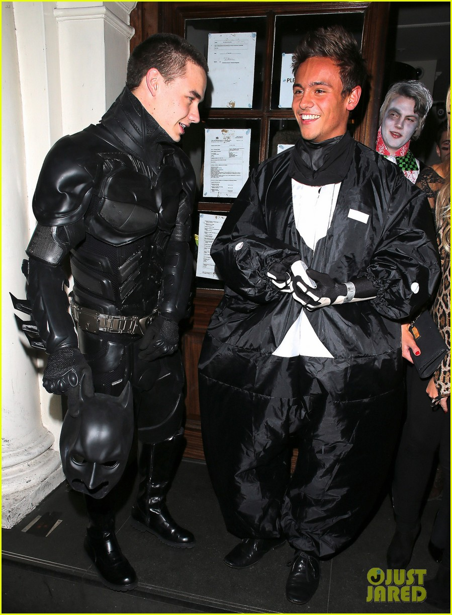liam payne batman halloween costume with tom daley 052746625
