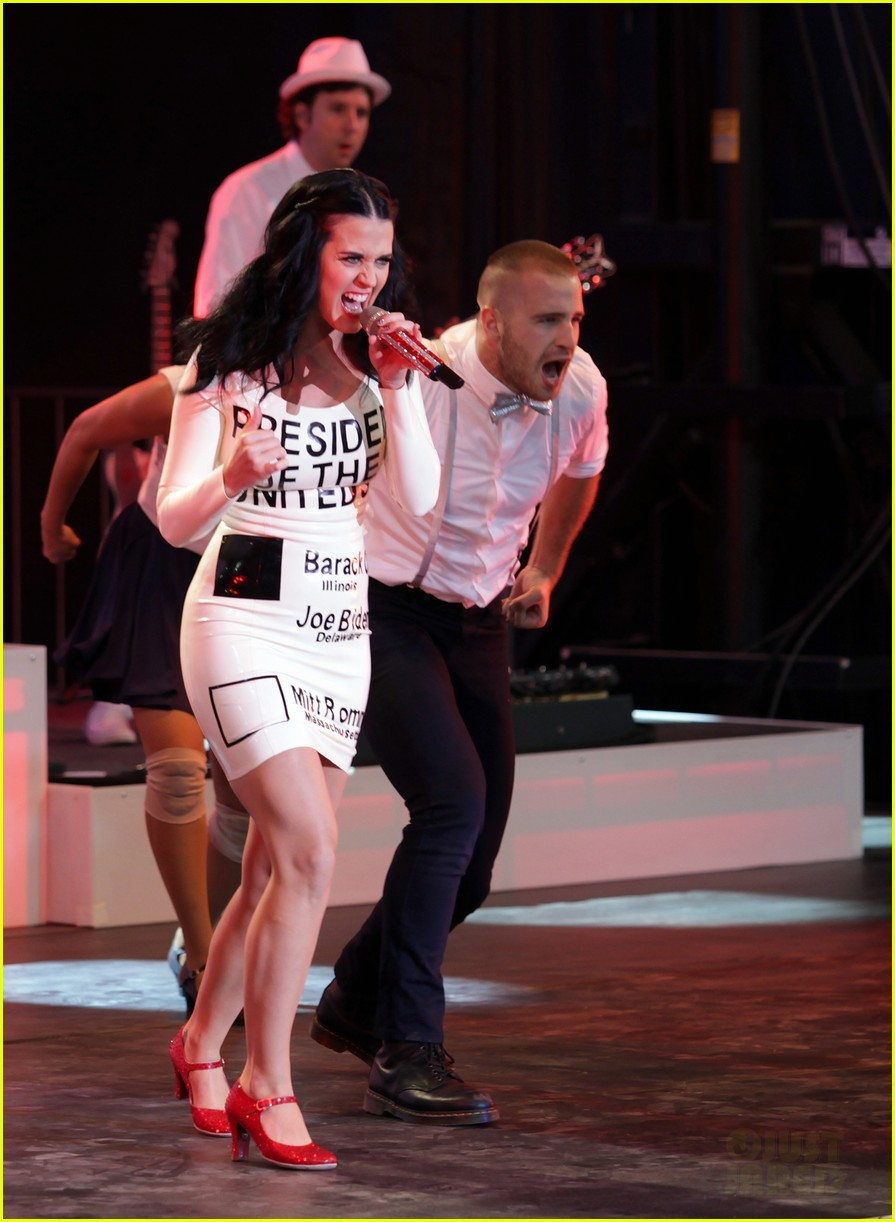 katy perry voting ballot dress at obama rally 072744574
