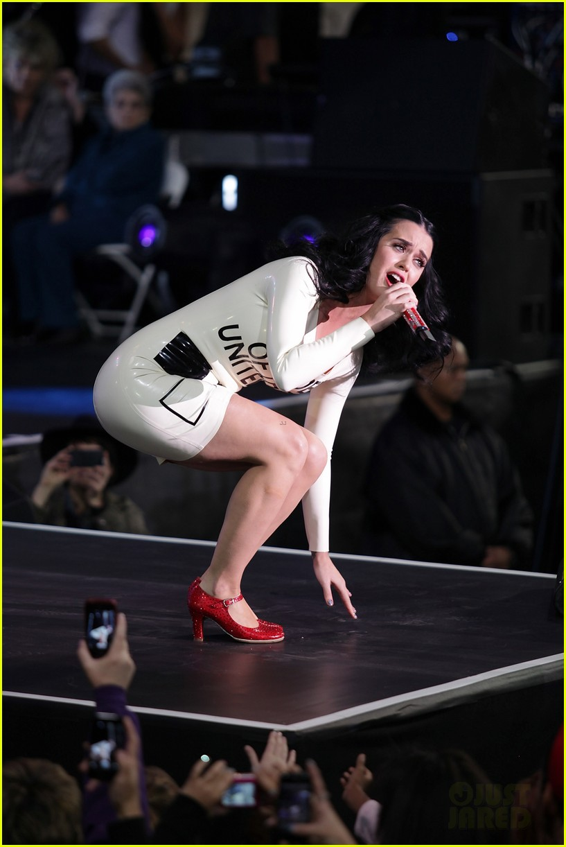 katy perry voting ballot dress at obama rally 11