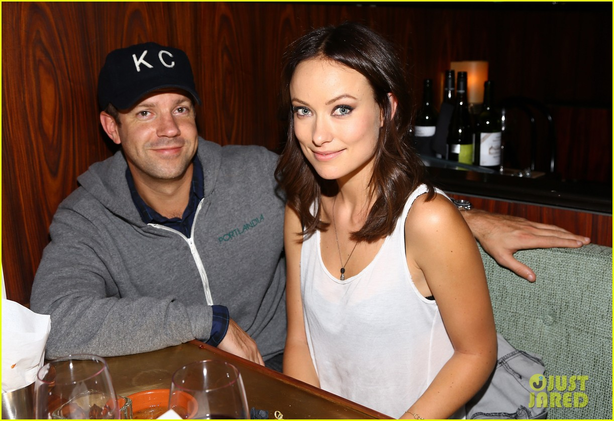 olivia wilde rashida jones glamous these girls celebration 02