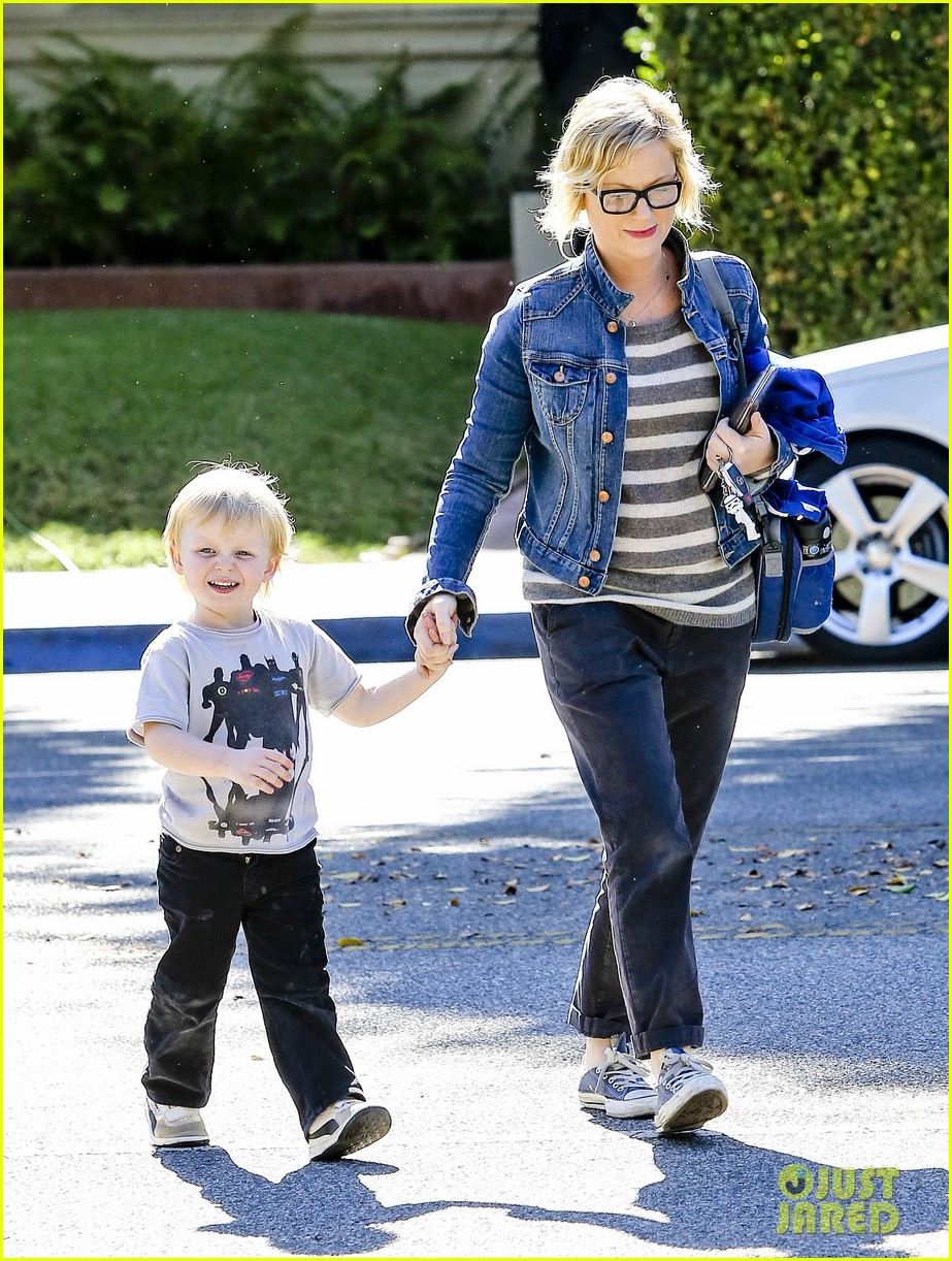 amy poehler shopping with archie 11