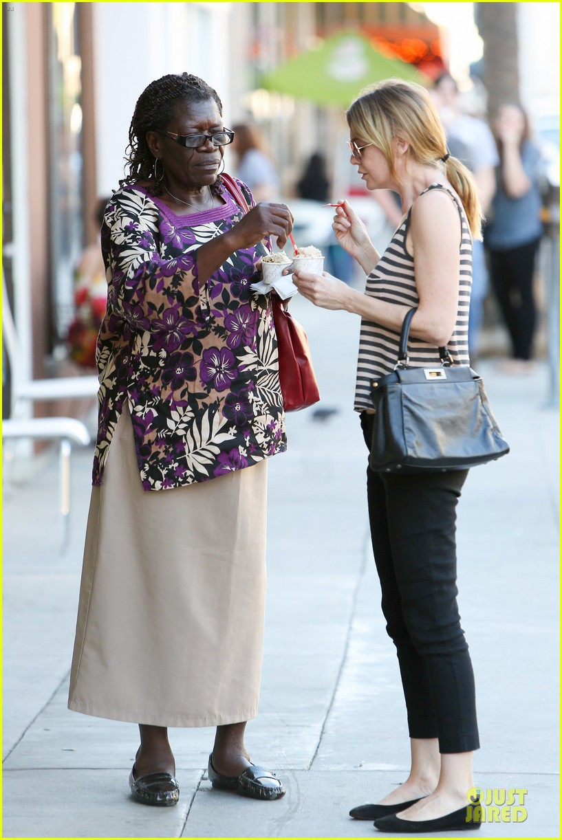 ellen pompeo ice cream sunday with mother in law 01
