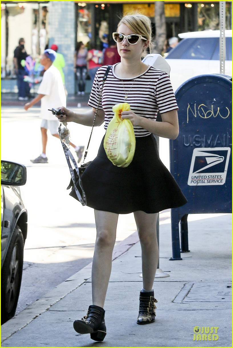 emma roberts evan peters halloween costume shopping 072746046