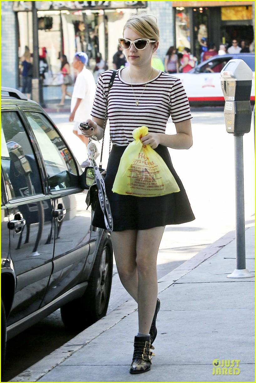 Full Sized Photo Of Emma Roberts Evan Peters Halloween Costume Shopping 12 Photo 2746051 Just Jared