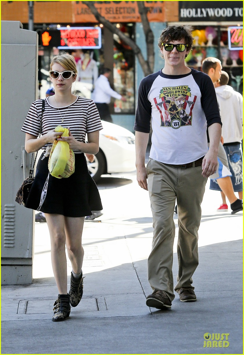 emma roberts evan peters halloween costume shopping 14