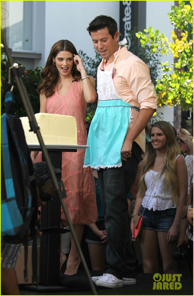 nikki reed ashley greene extra extra 11