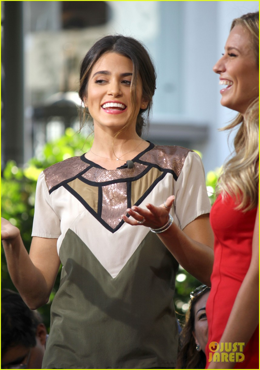 nikki reed ashley greene extra extra 15