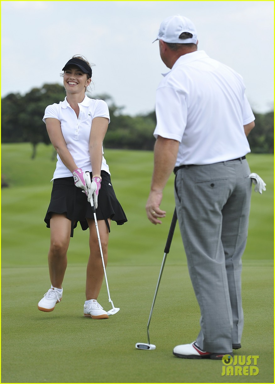 ryan reynolds minka kelly golf tournament china 032745171