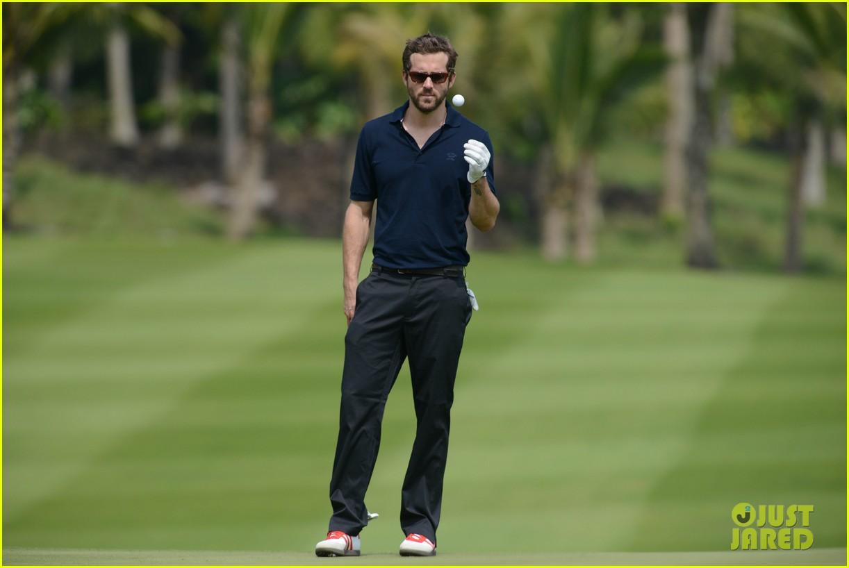 ryan reynolds minka kelly golf tournament china 15