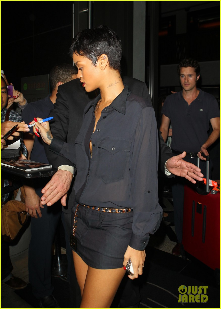 rihanna chris brown gansevoort hotel departure 12