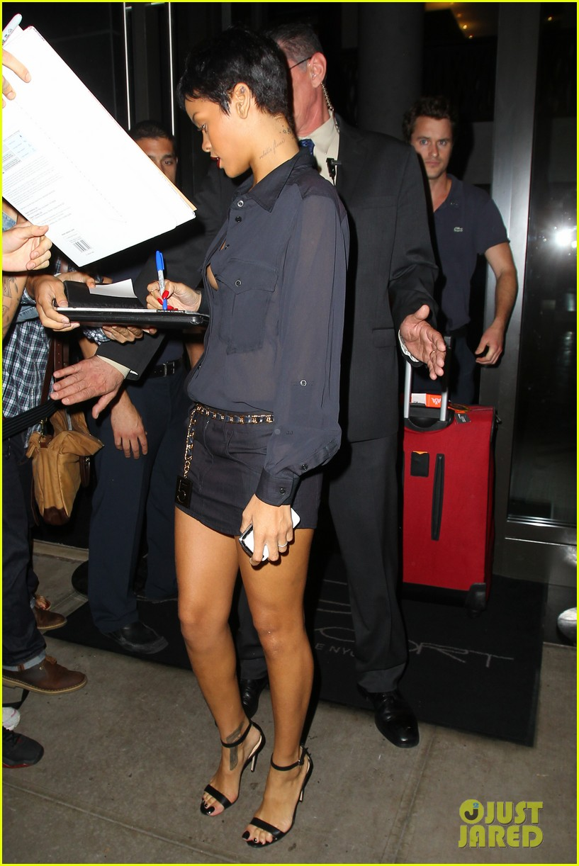 rihanna chris brown gansevoort hotel departure 24