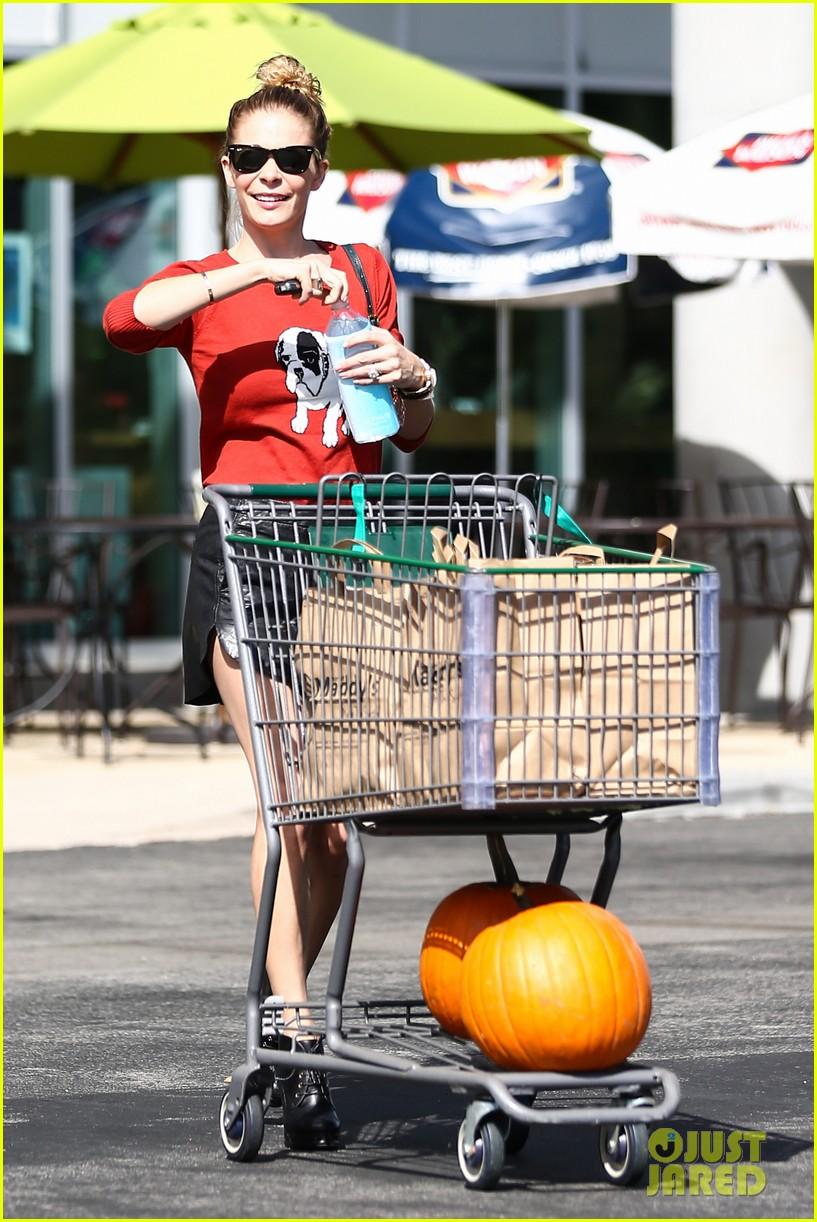 leann rimes halloween supply shopping 01