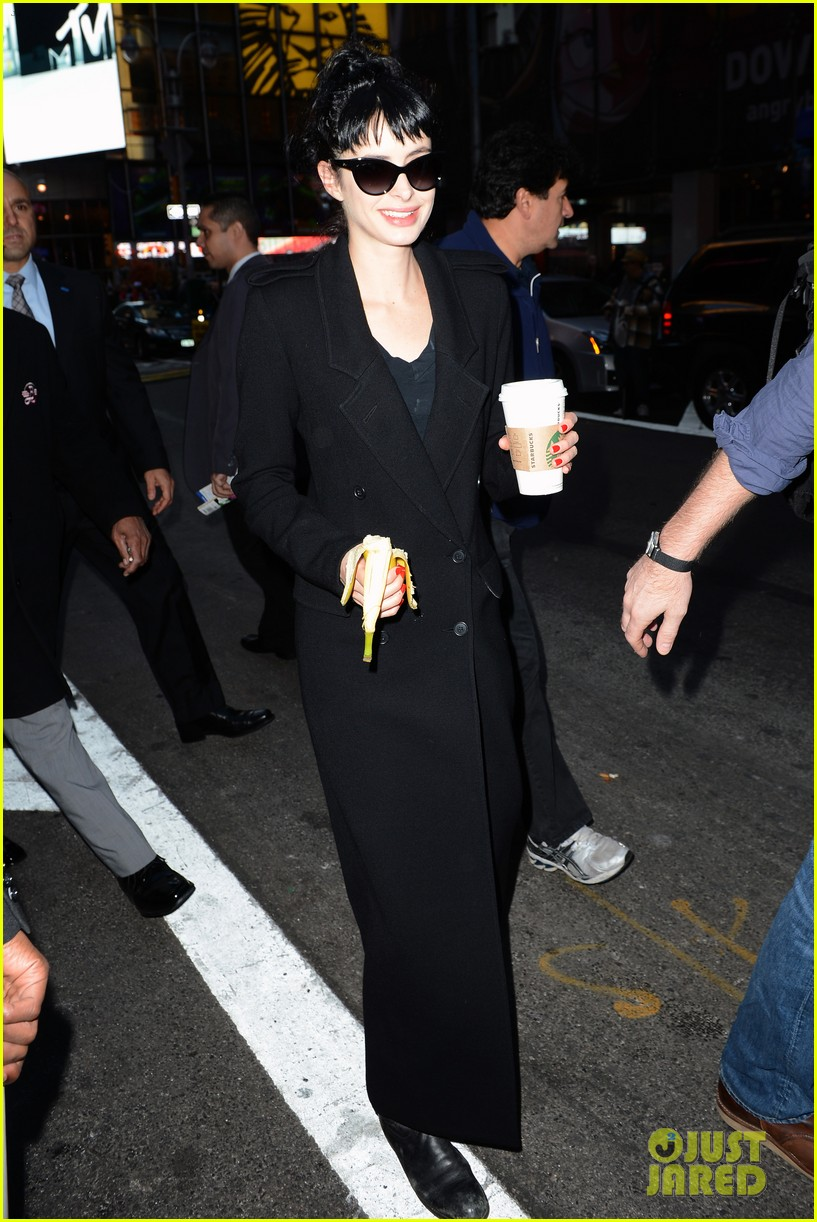 krysten ritter dont trust the b in aparrtment 23 premiere 32