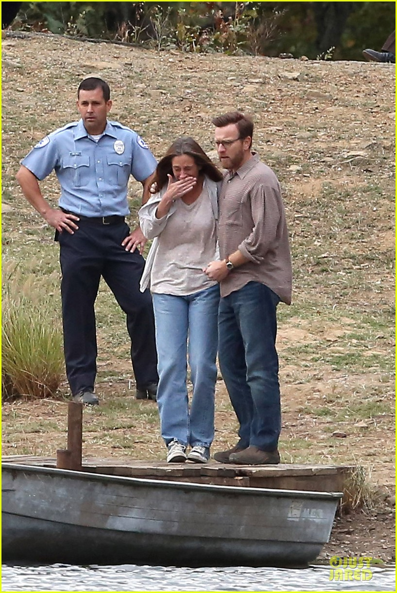 julia roberts august osage set with ewan mcgregor 01
