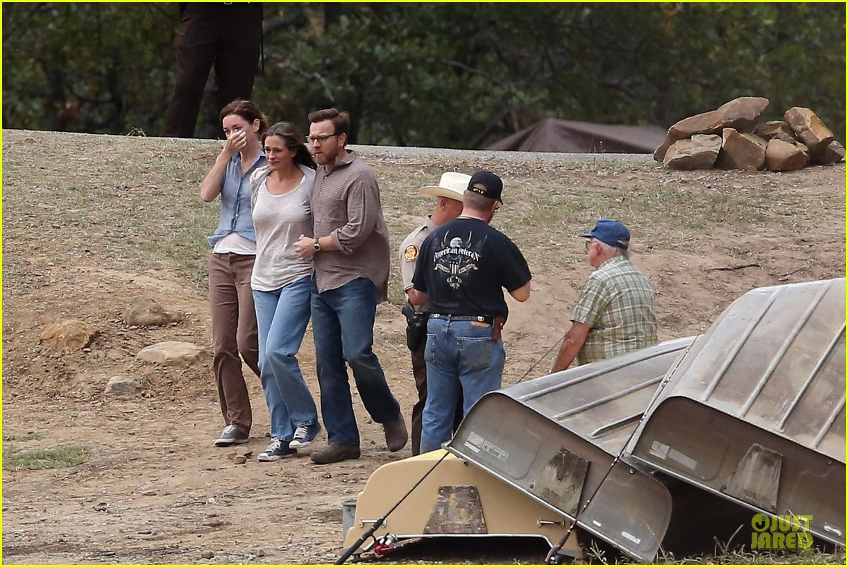 julia roberts august osage set with ewan mcgregor 19