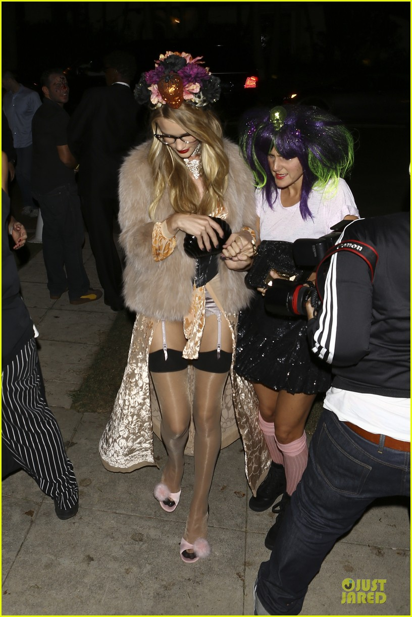 rosie huntington whiteley julianne hough halloween party in beverly hills 03