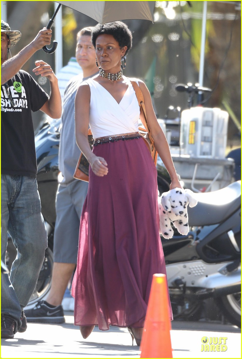 zoe saldana nina set with a dalmation 17