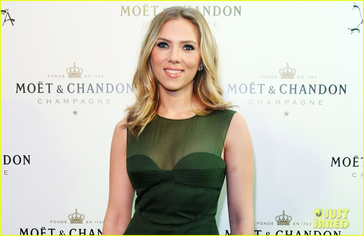 scarlett johansson moet chandon anniversary party 02