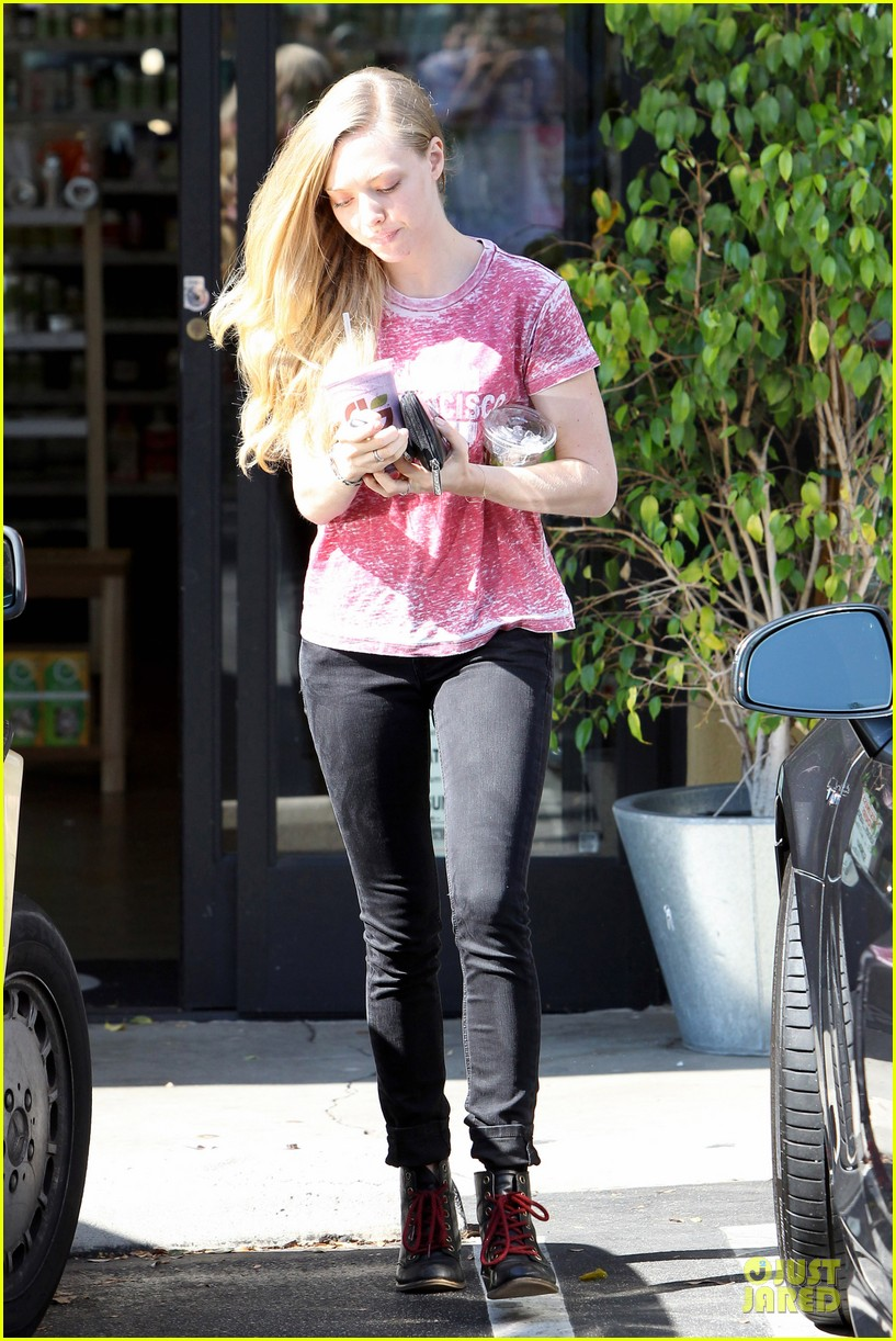 amanda seyfried smoothie stop in west hollywood 01