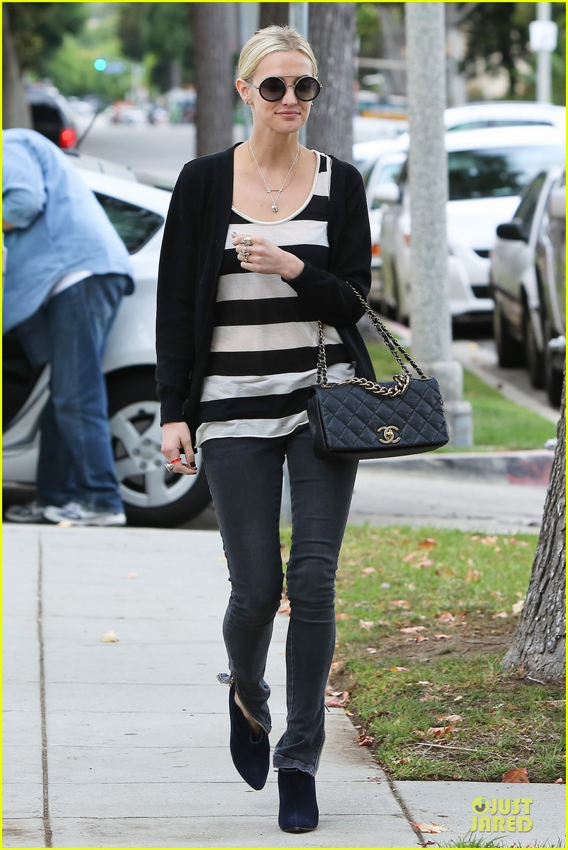 ashlee simpson lawyers office visit with mother tina 052737836