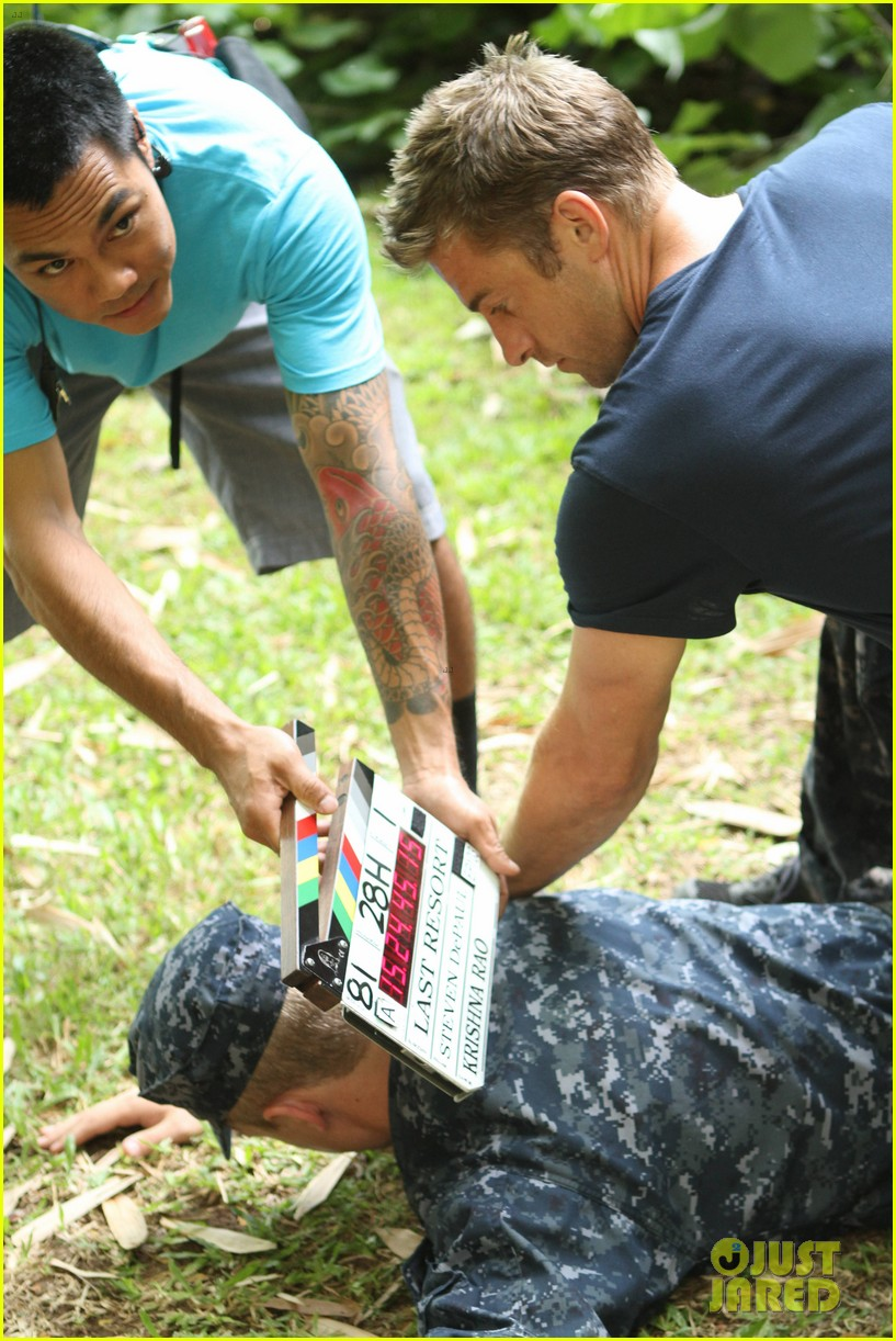 scott speedman last resort exclusive bts photos 01