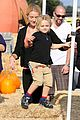 gwen stefani gavin rossdale pumpkin patch with the kids 35