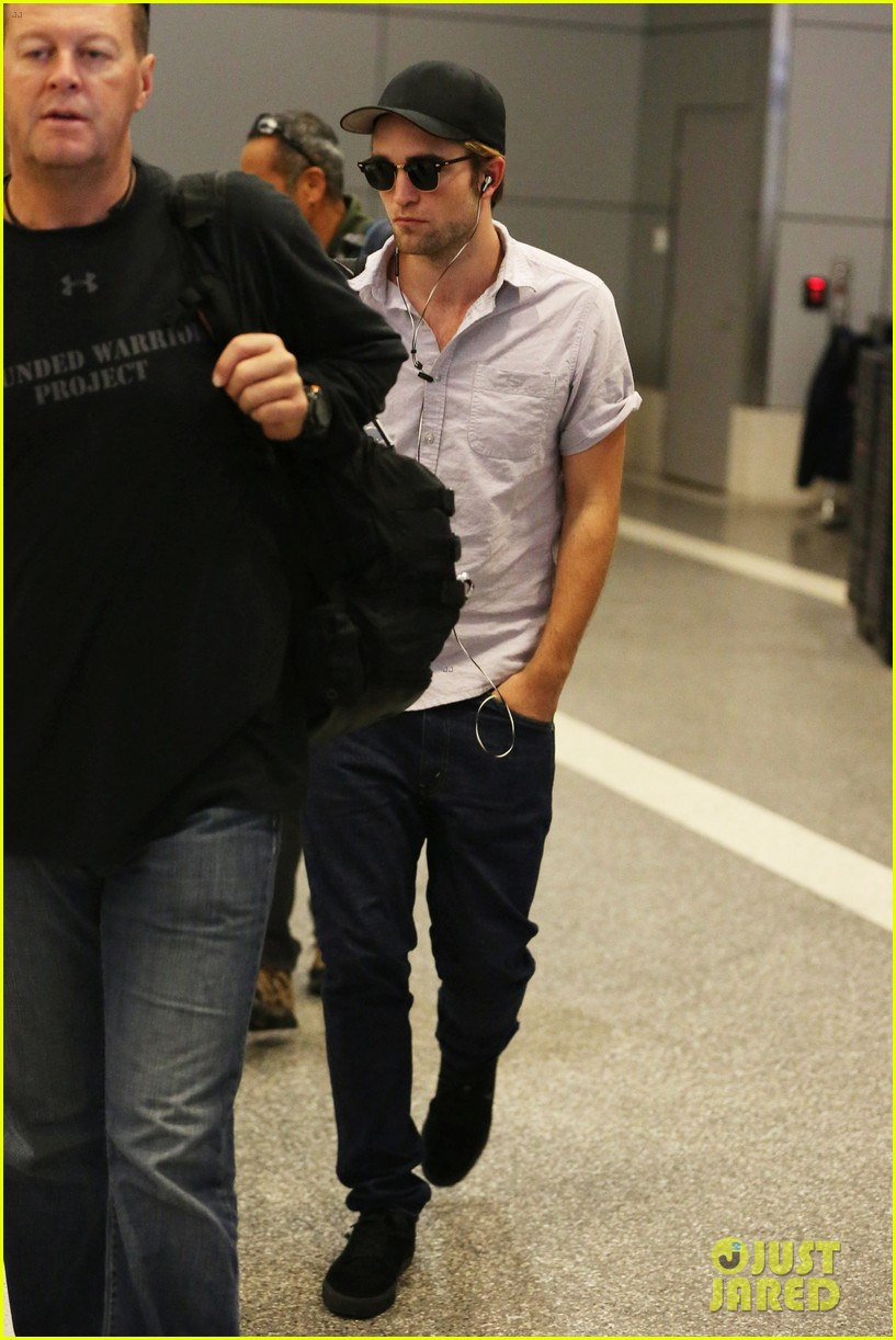 kristen stewart robert pattinson separate lax landings 042745111