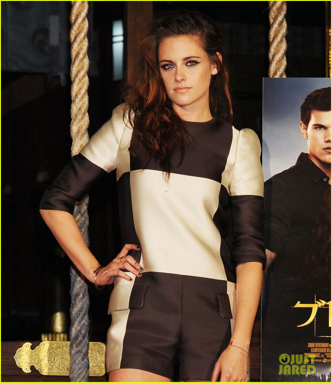 kristen stewart twilight saga breaking dawn part 2 tokyo photo call 04