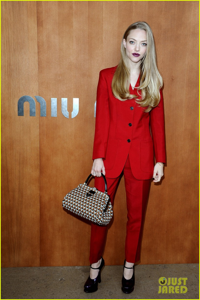 emma stone dianna agron miu miu fashion show 012732257
