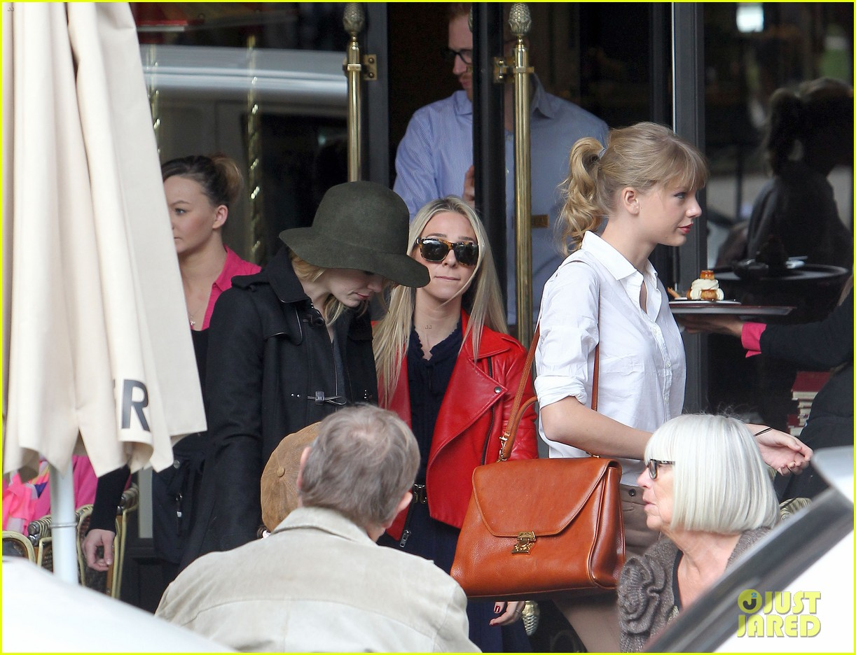 taylor swift emma stone lunch in paris 03