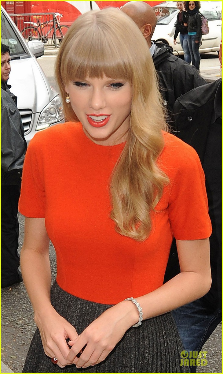 taylor swift xfactor spectator at wembley stadium 12