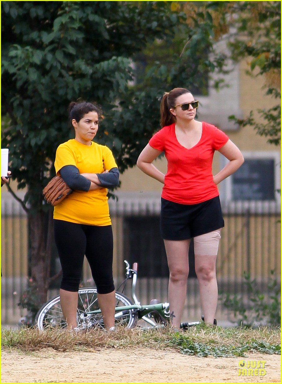 amber tamblyn america ferrera softball players in the big apple 032747278