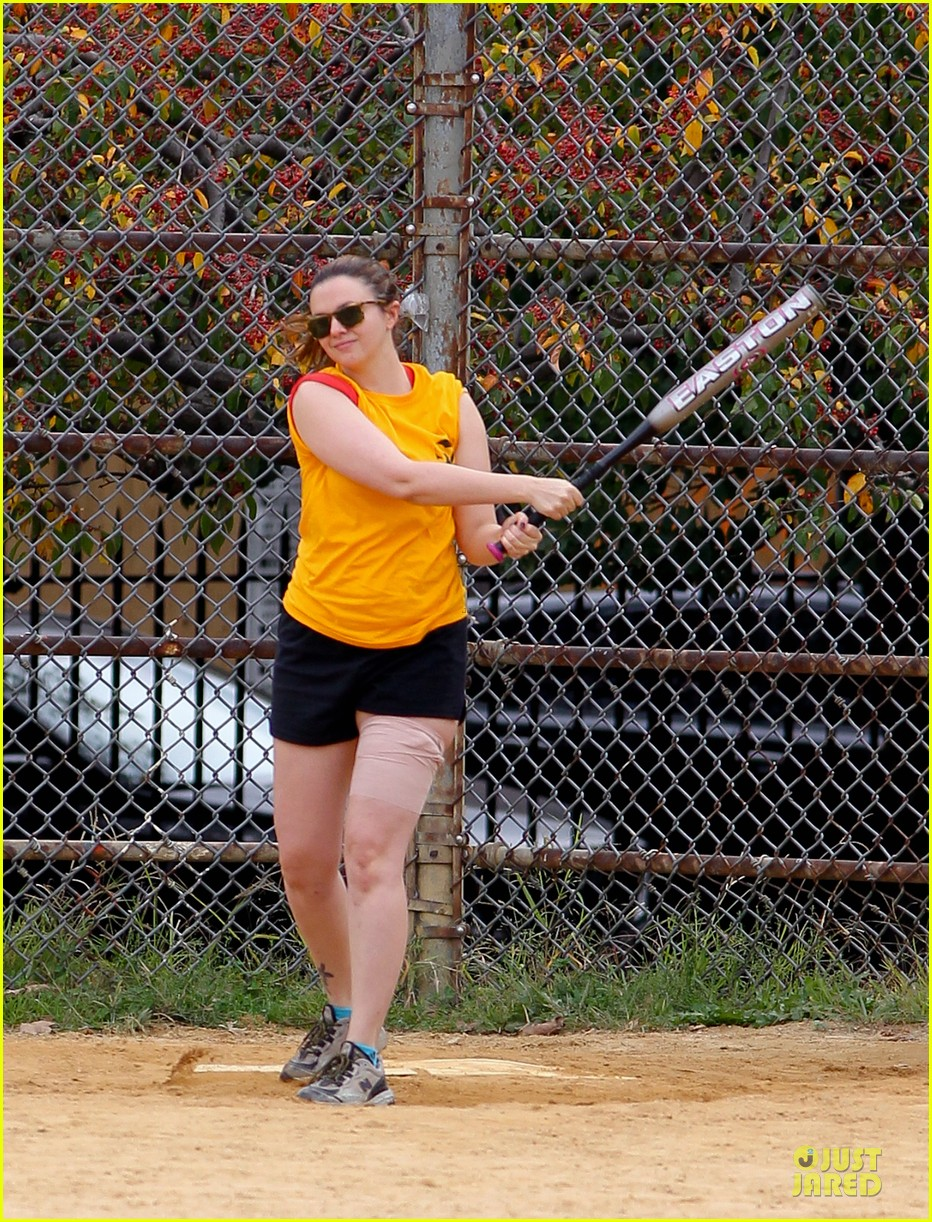 amber tamblyn america ferrera softball players in the big apple 04